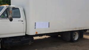 Ford F700 5.9L diesel 17'box w/liftgate