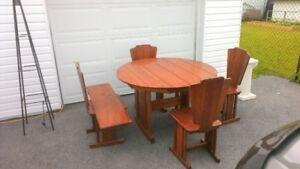 Table de cuisine en bois + Lampe sur pied + Compresseur Vintage