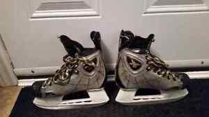 CCM ice skates SIZE 4 E