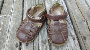 Robeez Tredz leather sandals size 12-16 m