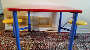 desk for kids with 2 rolling stools.