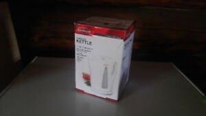 BRAND NEW - NEVER USED Sunbeam 1.7L Cordless Kettle