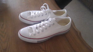 Ladies size 9 converse Sneakers