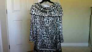 New Women's Tunic from Cleo with a tag $9.99