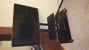 "Samsung 32"" 1080p tv and glass tv stand 400$ nego"