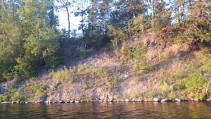 3 acres of riverfront property Located in Southampton NB
