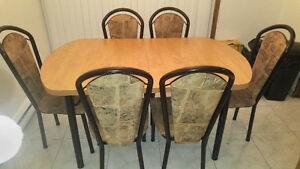 ***Kitchen table with extension and 6 chairs***