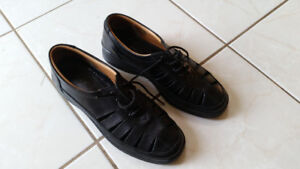 Almost New Black Leather Ladies Shoes - Size: 9.5