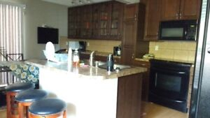 Bright room private bath, close to downtown, hospital, UofC