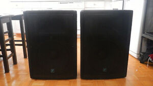 Yorkville YX15P 200 wt Powered PA Speakers