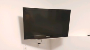 Samsumg 32 inch flat screen TV