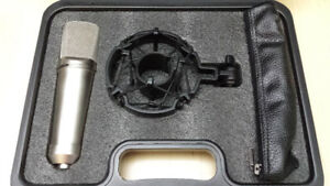$100 Excellent Quality Microphone With Mount!!!