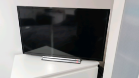 "32"" Toshiba 1080p Full HD Smart LED TV"