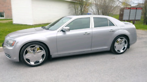 FULLY LOADED CHRYSLER 300S WITH CARPROOF!!!