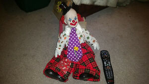 Ceramic clown in excellent condition only $15.. 2264489639