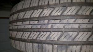 2 pneus 4 saisons 225/60R16 pratiquement neufs