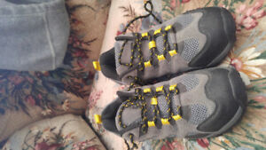 Mountain ridge boots size 7 brand new