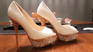 Beautiful Le Chateau white heels