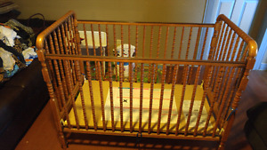 Stork craft baby crib in excellent condition hardley used!!!