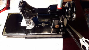 Antique Singer Featherweight sewing machine 1951