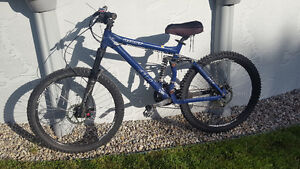 **GOOD CONDITION- GIANT AC MOUNTAIN BIKE**