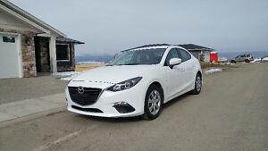 2015 Mazda Mazda3 GX low kms!!!