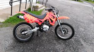 250cc dirt bike works good