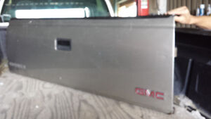 1988/1998 GMC TAILGATE AND GAS CAP