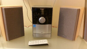 Mini Sony stereo: plays cassette tape, CD and MP3, radio