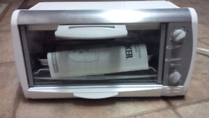 """BLACK & DECKER TOAST-R-OVEN """"NEVER USED"""""""