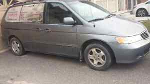 2000 Honda Odessey family van.