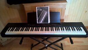 Piano numérique Yamaha P-80 avec étui et trépied