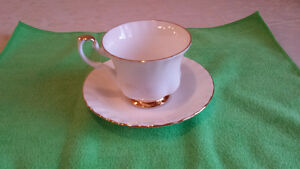 """Royal Albert """"Val D'or"""" Cup & Saucer Cambridge Kitchener Area image 1"""