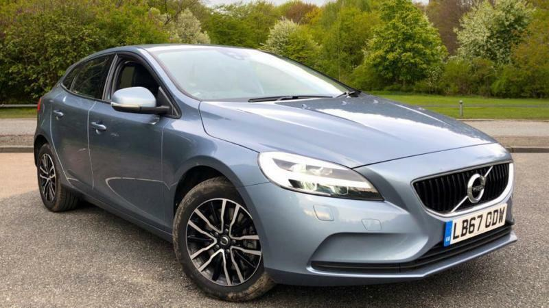 2018 volvo v40 t2 122 momentum nav plus aut automatic petrol hatchback in south croydon. Black Bedroom Furniture Sets. Home Design Ideas