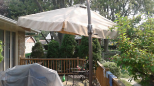 Large Pivoting Patio/Deck Umbrella