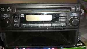 Car stereo w CD Player