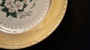 Homer Laughlin Georgian china plate with 22kt gold rim