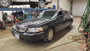 2004 Lincoln Town Car Executive w/Lvry Pkg Sedan