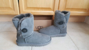 Uggs Size 7 Bailey Grey