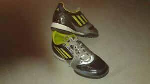 Boys Adidas indoor soccer cleats Kitchener / Waterloo Kitchener Area image 1