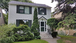 Beautiful 2-storey house in the center of North River Heights!