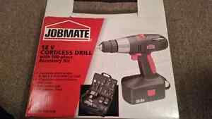 Jobmate Drill 18v avec with 100 pieces