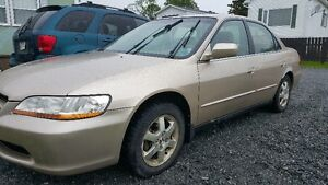 PRICE DROP -2000 Honda Accord Special Edition Sedan - $1750 firm