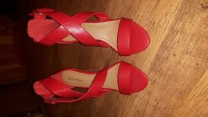 Brand new, never worn Le Chateau heels