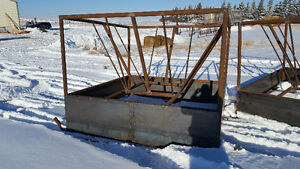 Round bale and big square bale feeders