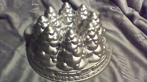 CAST ALUMINUM TREE CAKE PAN