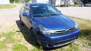 2009 Ford Focus *loaded with options* LOW KM