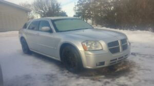 Hemi RT dodge magnum hatchback wagon