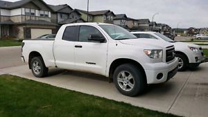 Accident Free - 2011 Toyota Tundra 4x4-excellent condition!!