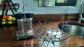 Set of Salt/pepper grinder mills and fruit/veg rack